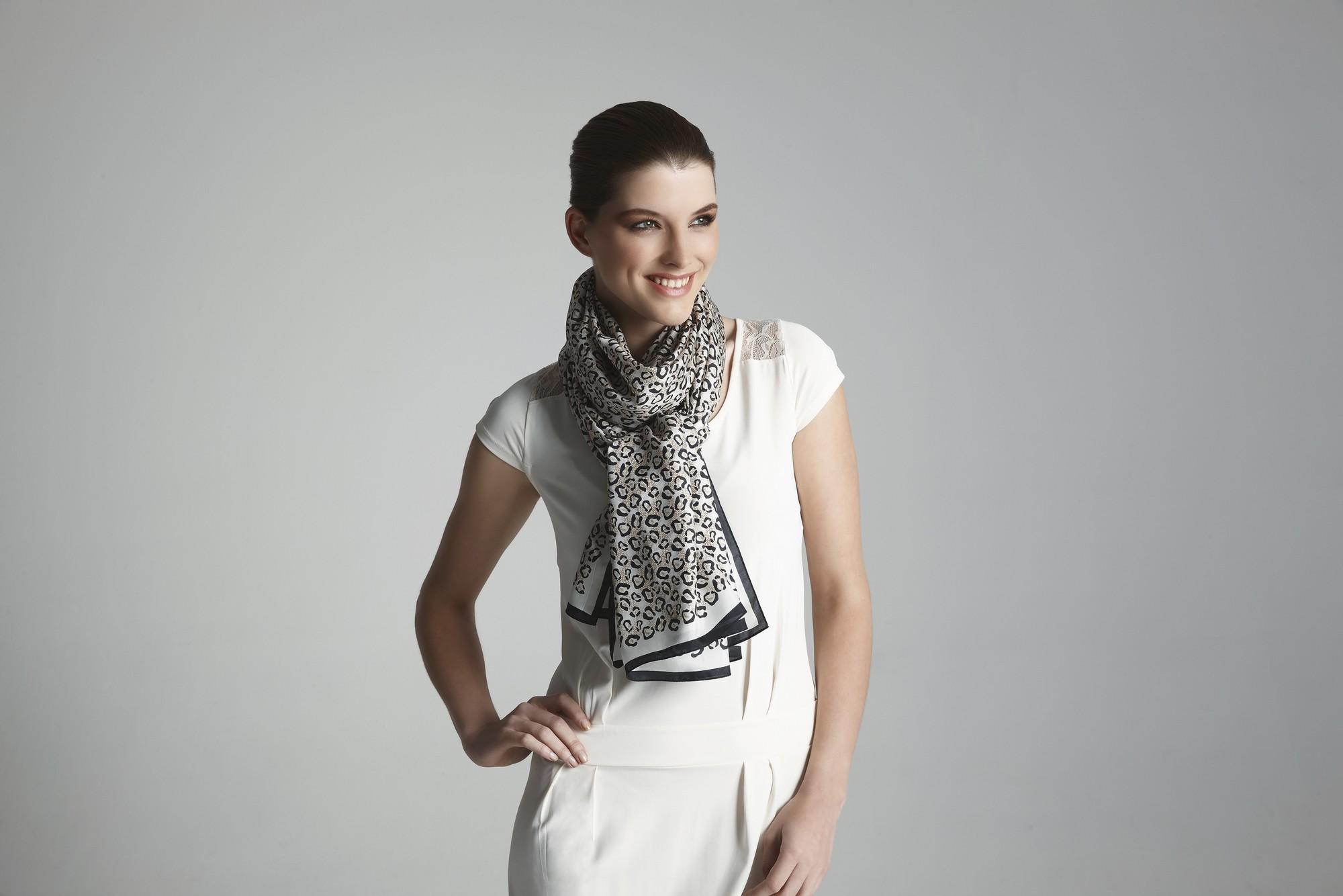 Promeco sjaals met model 23-01-150396