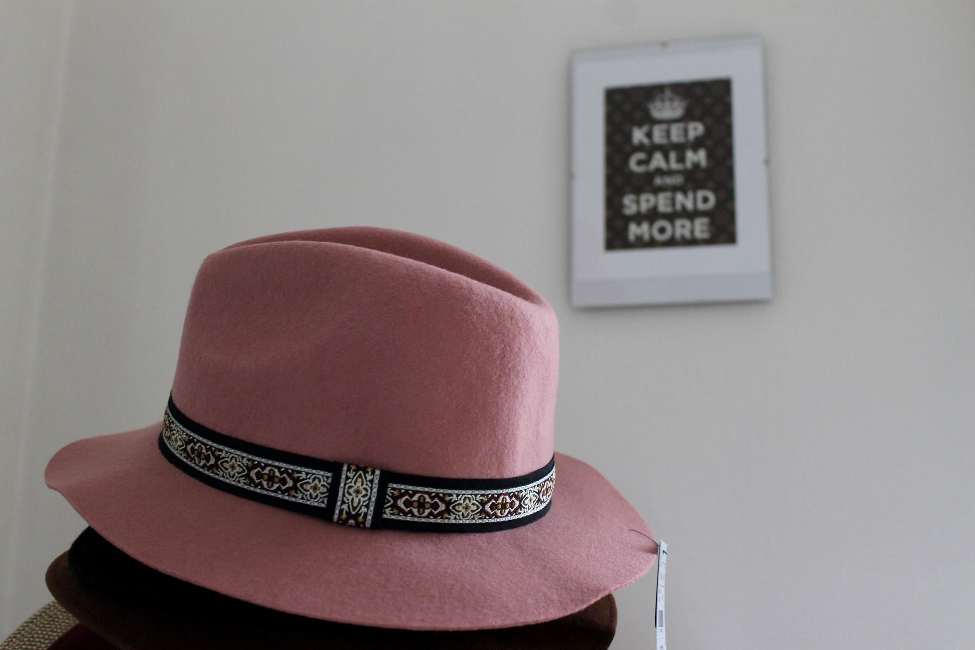 chapeauUNE