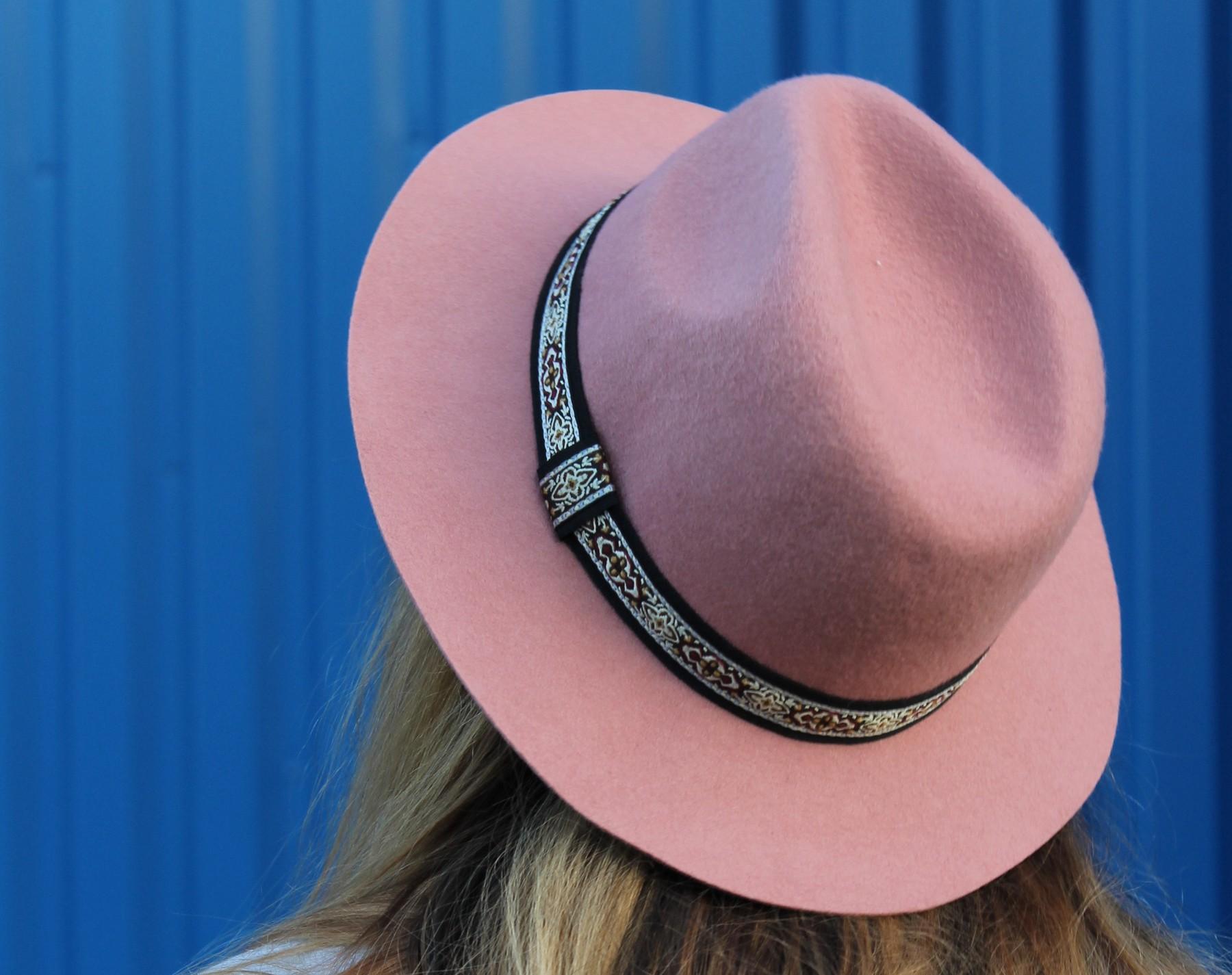 chapeauroseUNE