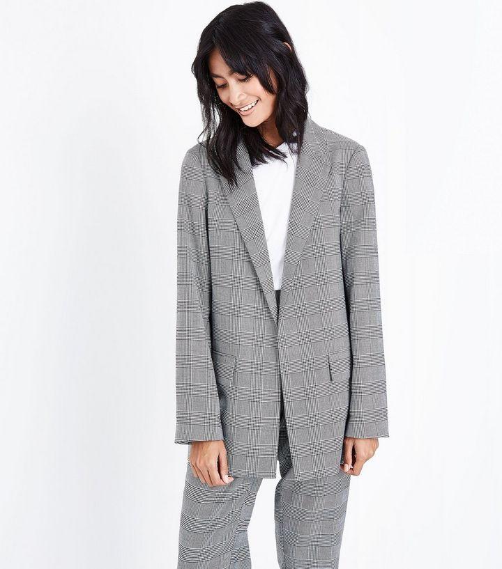 blazer-à-carreaux-gris-et-revers-des-manches-contrastés